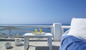 beachbar-wedding-style-artemis-hotel-milos-suites-2
