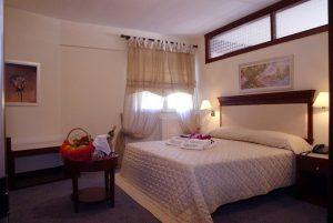 crithonis-paradise-hotel-wedding-style-leros-dwmatio-4jpg